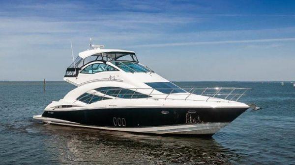 Cruisers Yachts 477 Sport Sedan