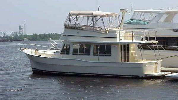Mainship Sedan Twin Yanmars Photo 1