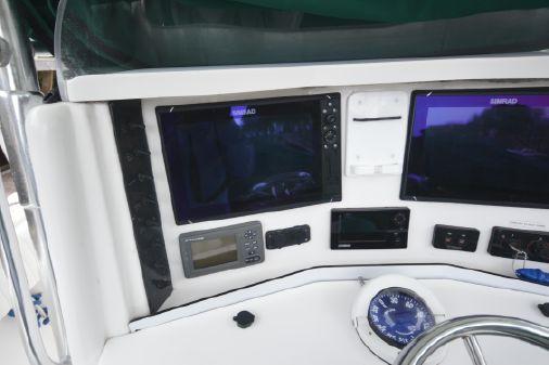 Venture 34 Center Console image
