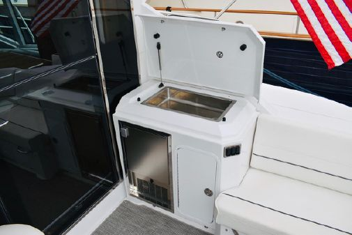Cruisers Yachts Cantius image