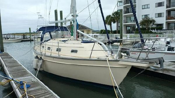 Island Packet 320 Stbd side bow