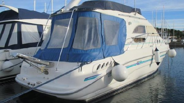 Sealine 330 Fly
