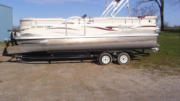 Voyager Pontoons 22 Sport Cruise Deluxe