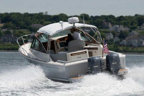 Hunt Yachts Harrier 32 image