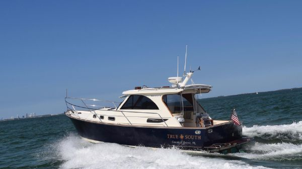 Legacy Yachts 32 Profile underway