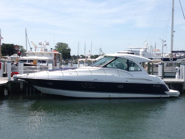 2011 Cruisers Yachts