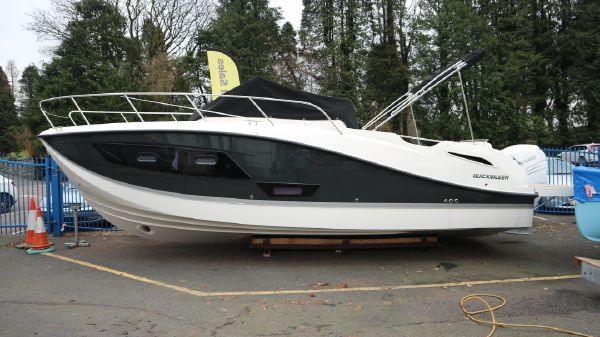 Quicksilver 875 Sun Deck