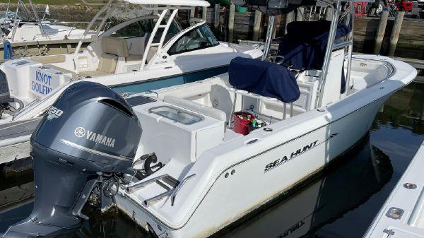 Sea Hunt Triton 240