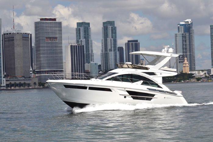 2017 Cruisers Yachts
