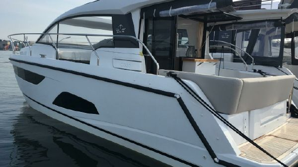 Sealine C330 Similar Boat