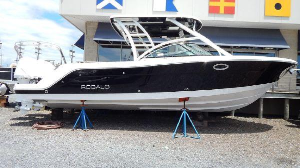 Robalo R317
