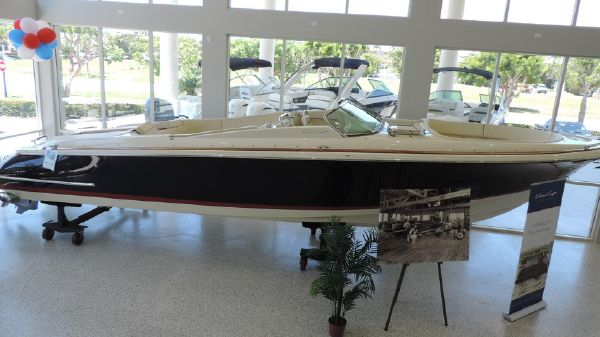 Chris-Craft 32 Launch