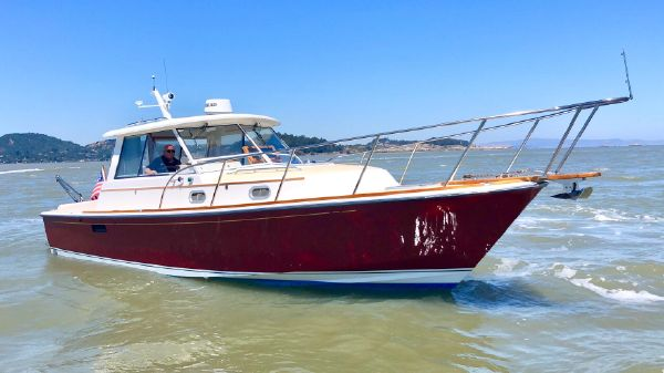 Hunt Yachts Surfhunter