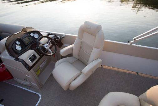 Landau Signature 2200 Cruise Split Rear Lounge image