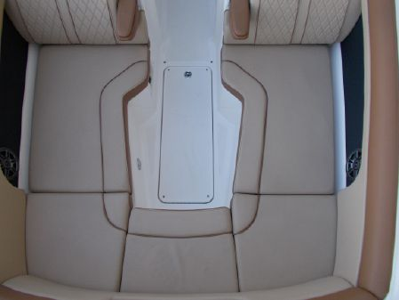 Sea Ray 270 Sundeck Outboard image