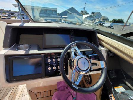 Sea Ray SLX 350 image