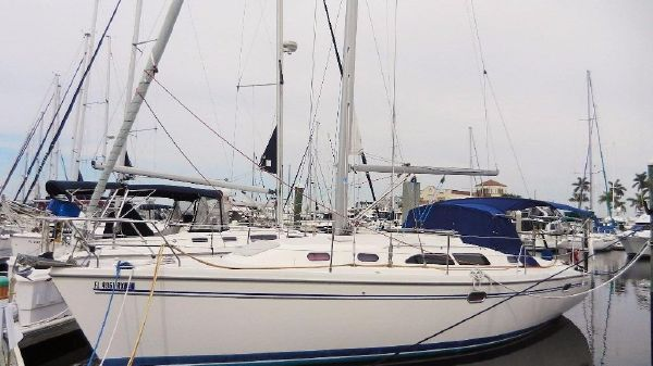 Catalina 350 Dock Portside