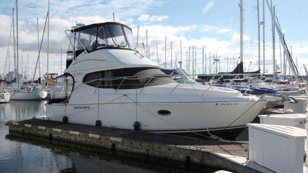 Silverton 33 Convertible Dockside Profile