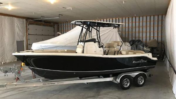 NauticStar 2302 LEGACY CENTER CONSOLE NS 2302 Legacy 2017 1.jpg