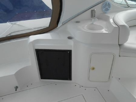 Cruisers Yachts 3372 Express image
