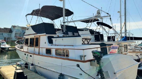 Marine Trader 38 Double Cabin