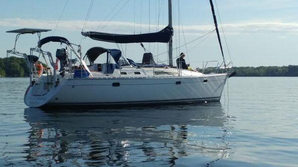 Jeanneau Sun Odyssey 34.2 At anchor