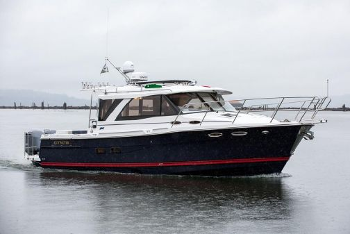 Cutwater C-302 Coupe image