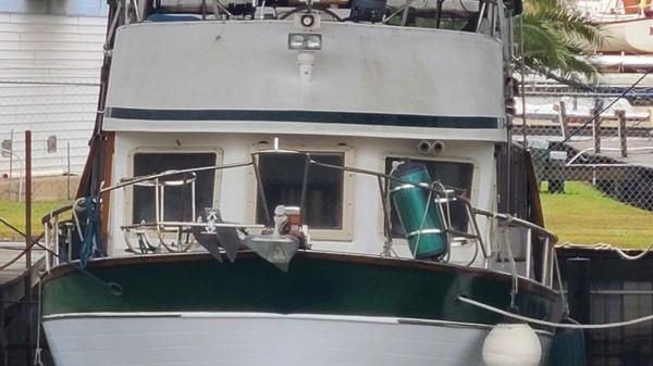 Marine Trader Sundeck