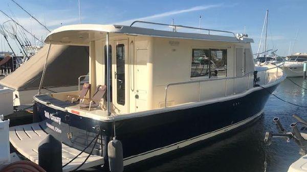 Mainship 34 Hardtop Trawler