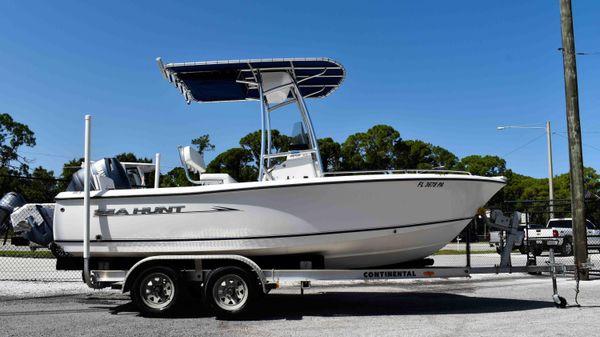 Sea Hunt Triton 177