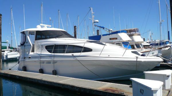 Sea Ray 390 Motor Yacht Photo 1