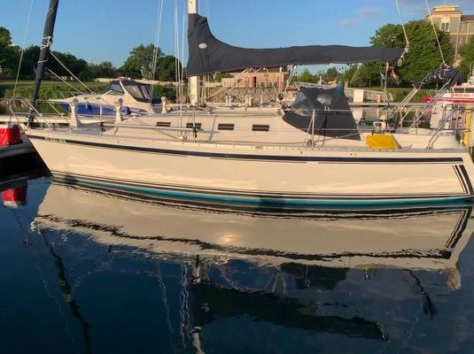 Canadian Sailcraft 30 - main image
