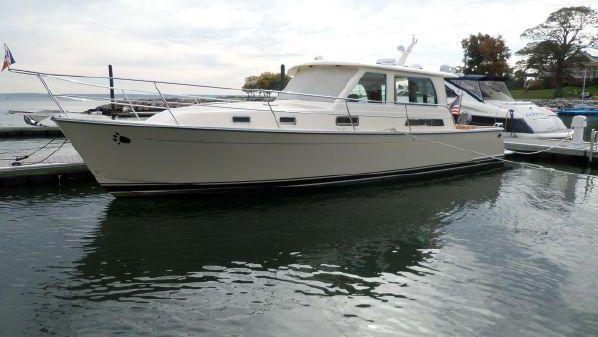 Sabre Yachts 40 Salon Express Profile.jpg
