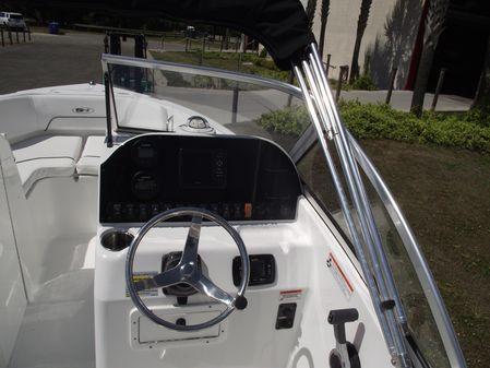 Sea Hunt Escape 211 LE image