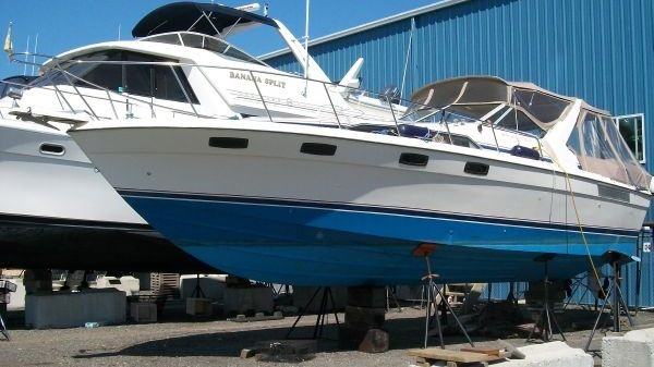 Bayliner 3250 Conquest Sunbridge 32' Conquest Bayliner 1985