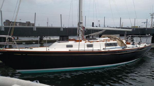 Intrepid 35 Sloop (Hull #5)