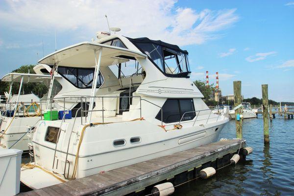 Bayliner 1995 3587 Motoryacht - main image