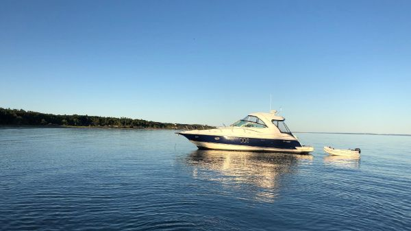 Cruisers Yachts 420 Express - BLUE HULL