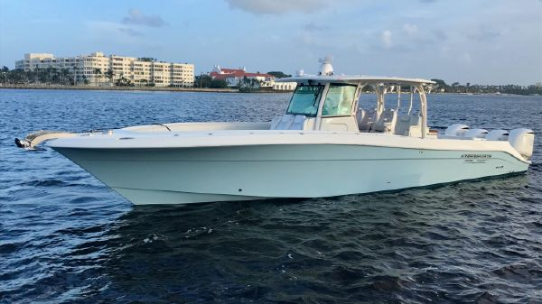 Hydra Sports Custom 4200 Siesta Center Console