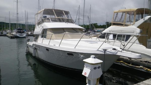 CARVER YACHTS 370 Voyager