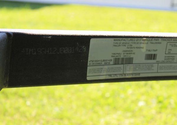 Tracker 1754AWL image