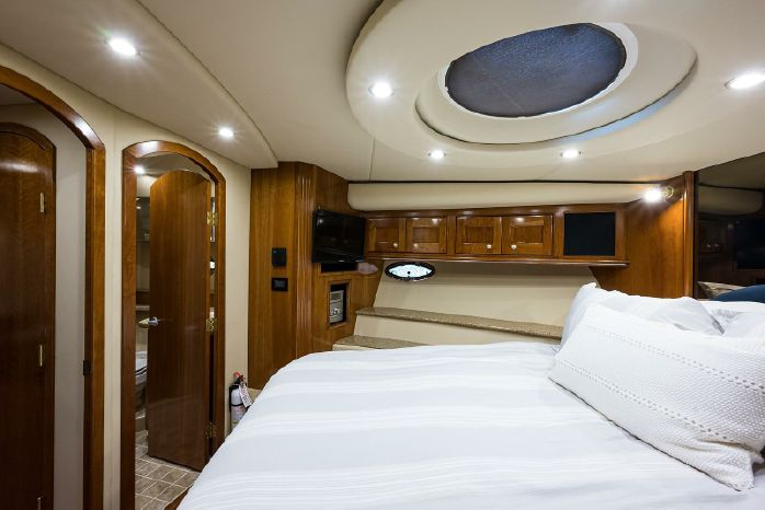 2004 Cruisers Yachts Brokerage Purchase