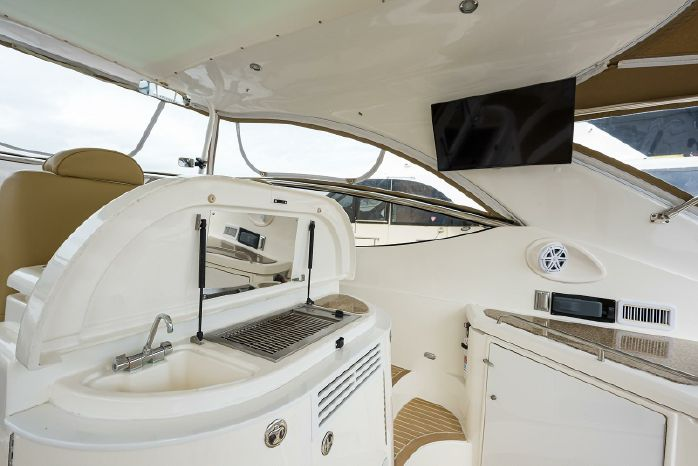 2004 Cruisers Yachts Brokerage Connecticut