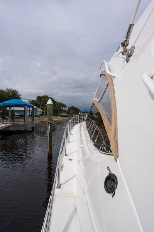 2004 Cruisers Yachts BoatsalesListing Broker