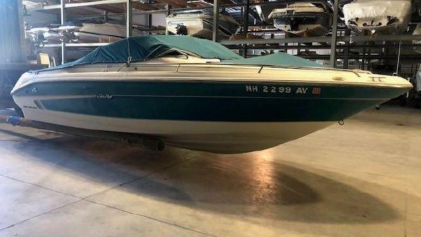 Sea Ray 220 Bowrider