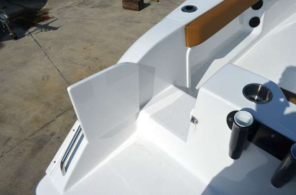 Cape Horn 22 Center Console image