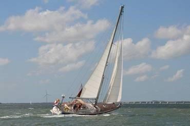 Najad 390 Charon under sail
