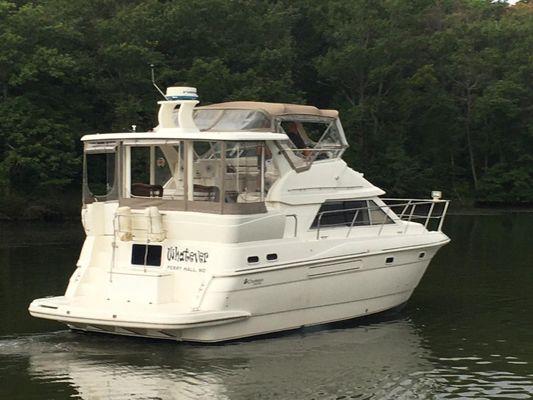 Cruisers Yachts 3750 Motoryacht - main image