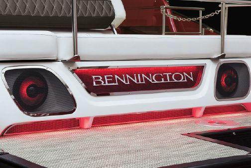 Bennington QX 30 Swingback image