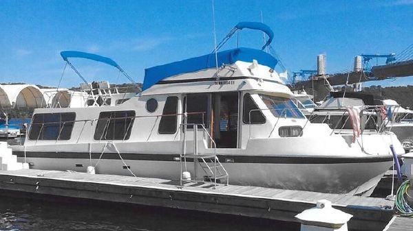 Bluewater 40 Tri-Cabin